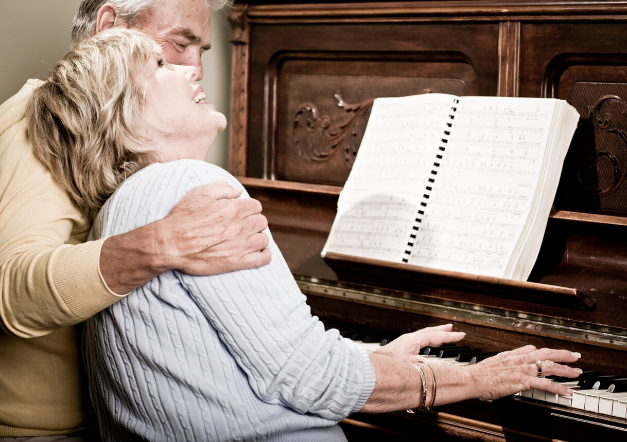 happy-senior-couple-playing-the-piano